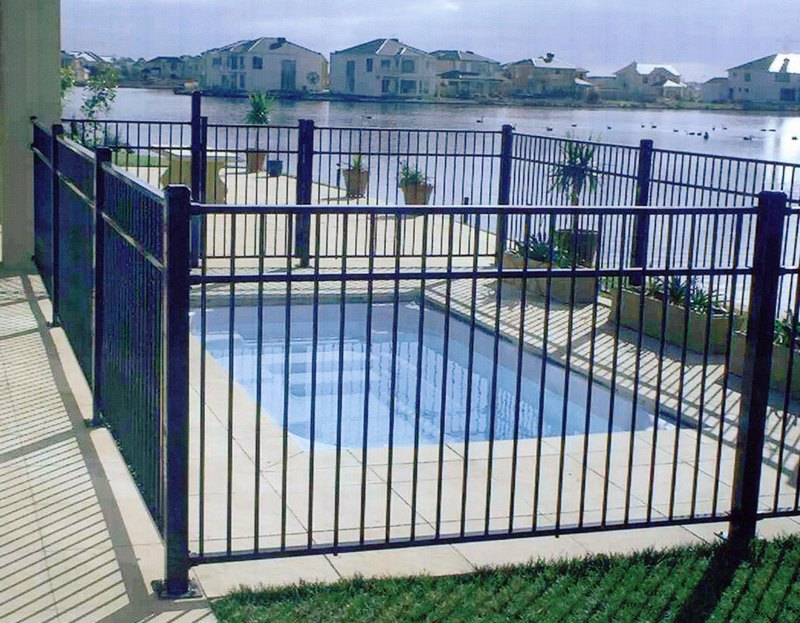 Image of: Awesome Metal Pool Fence