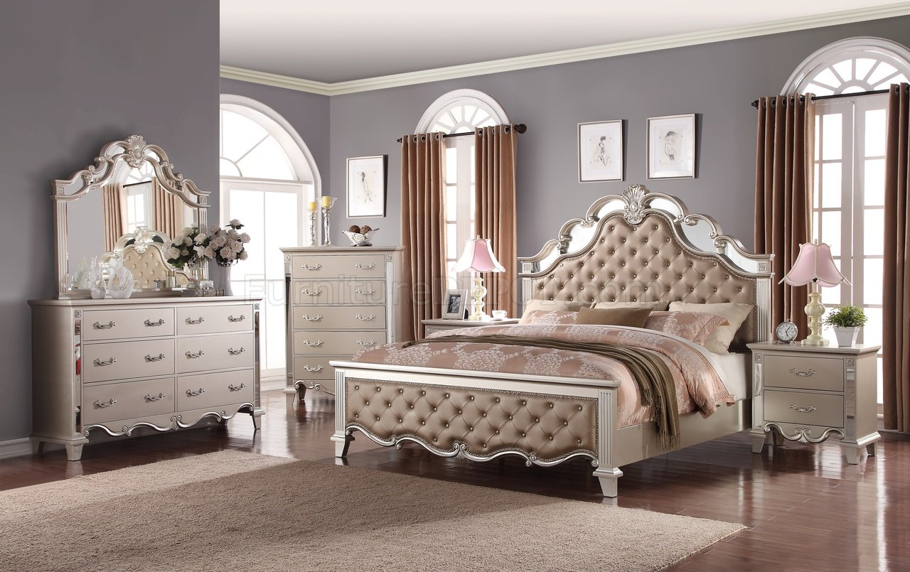 Image of: Awesome Traditional Bedroom Sets