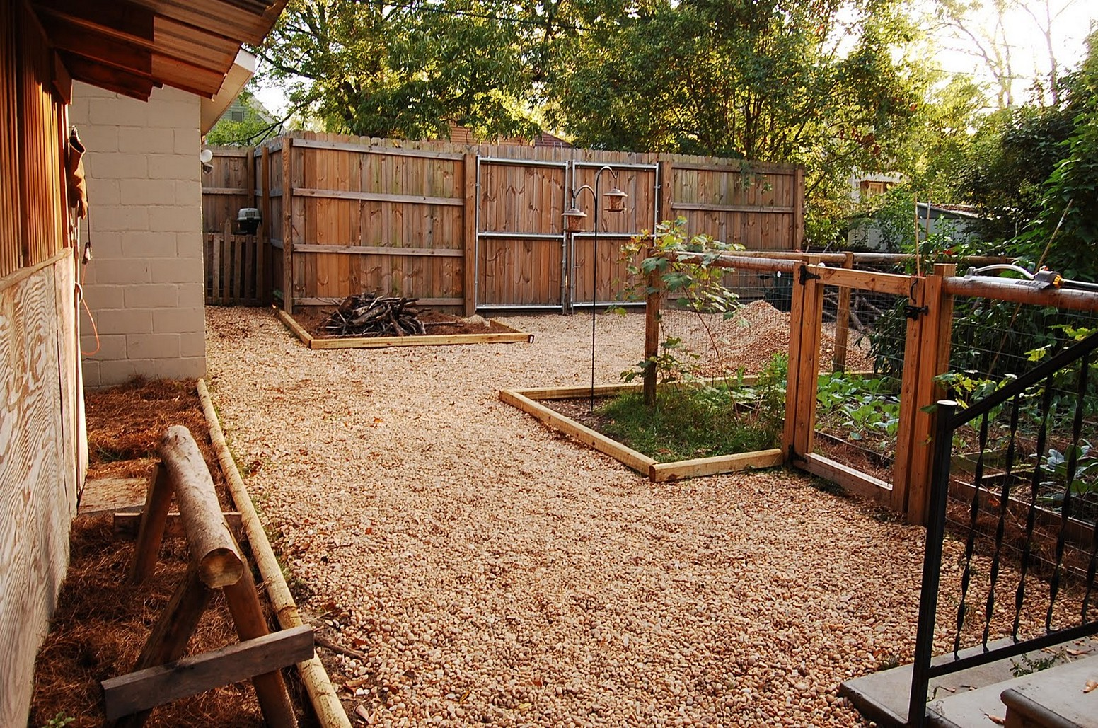 Picture of: Backyard Fence Ideas for Dogs Picture