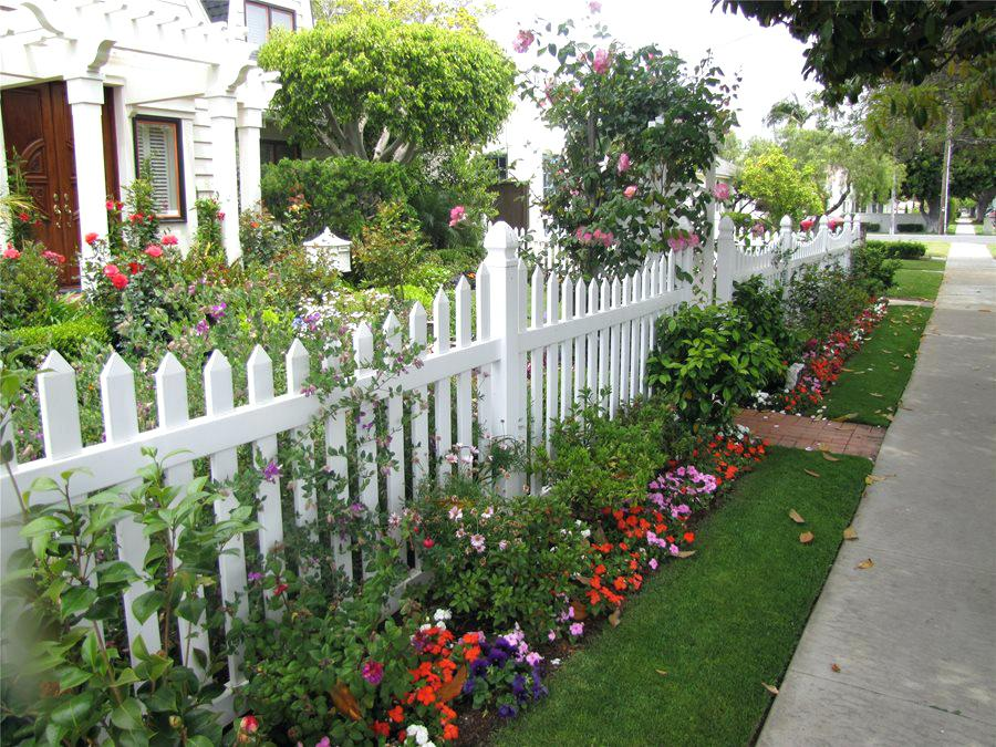 Picture of: Best Painted Backyard Fence Ideas