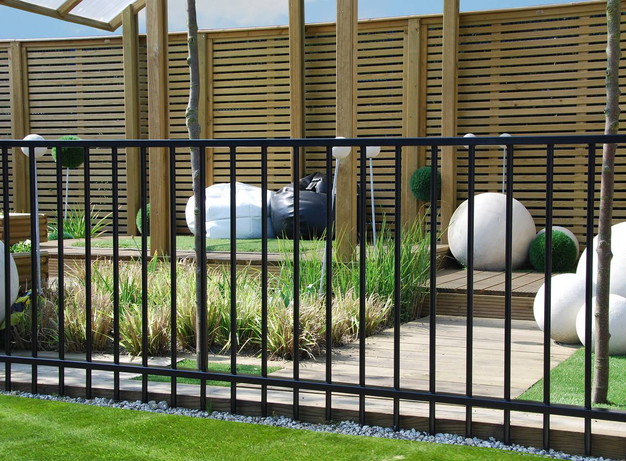 Beautiful Metal Garden Fencing Design