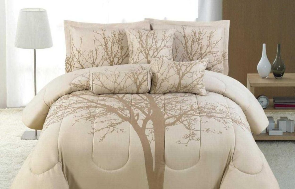 Blue Cream Comforter Set