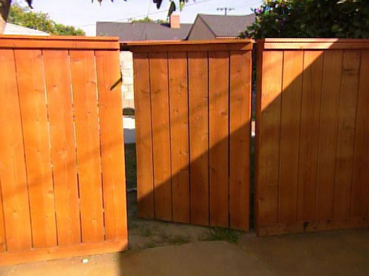 Picture of: Build Wood Fence Gate Designs