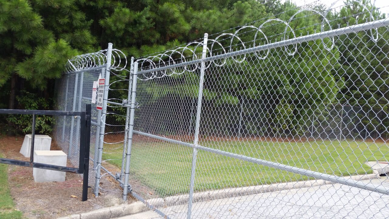 Image of: Chain Link Metal Fence