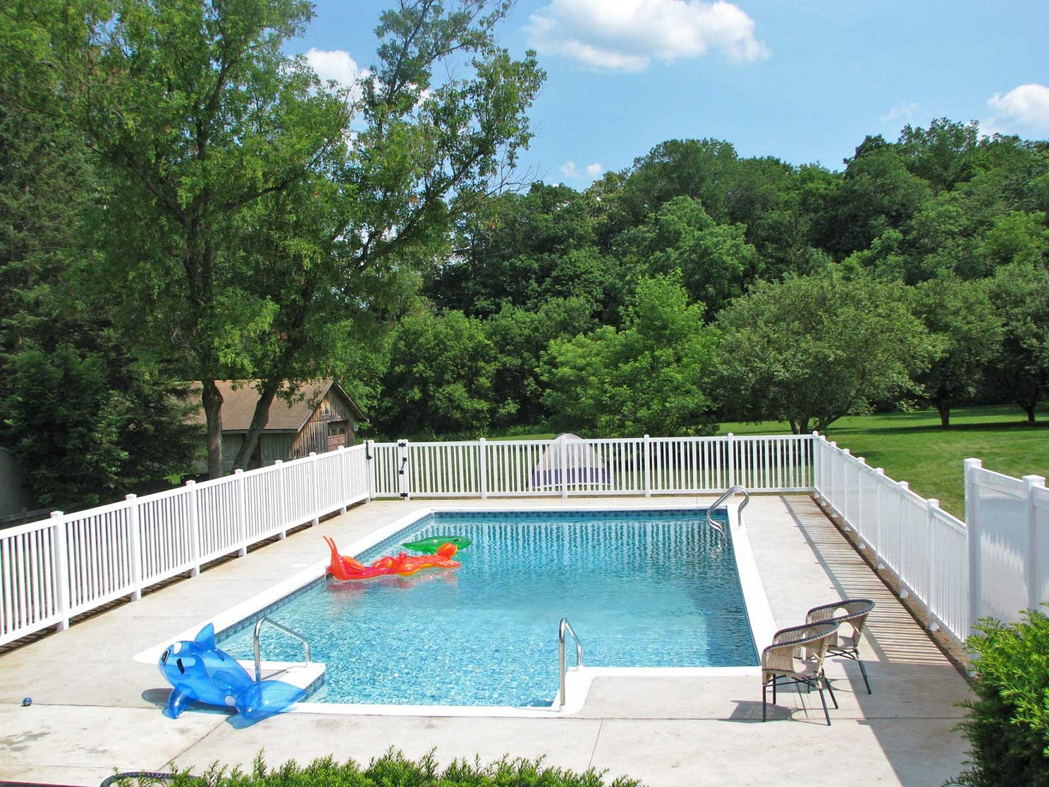 Picture of: Cheap Above Ground Pool Fence Ideas