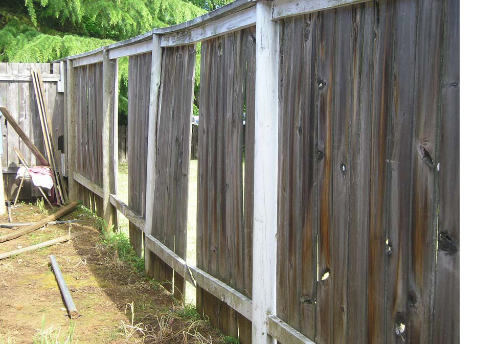 Picture of: Cheap Wood Fence Repair
