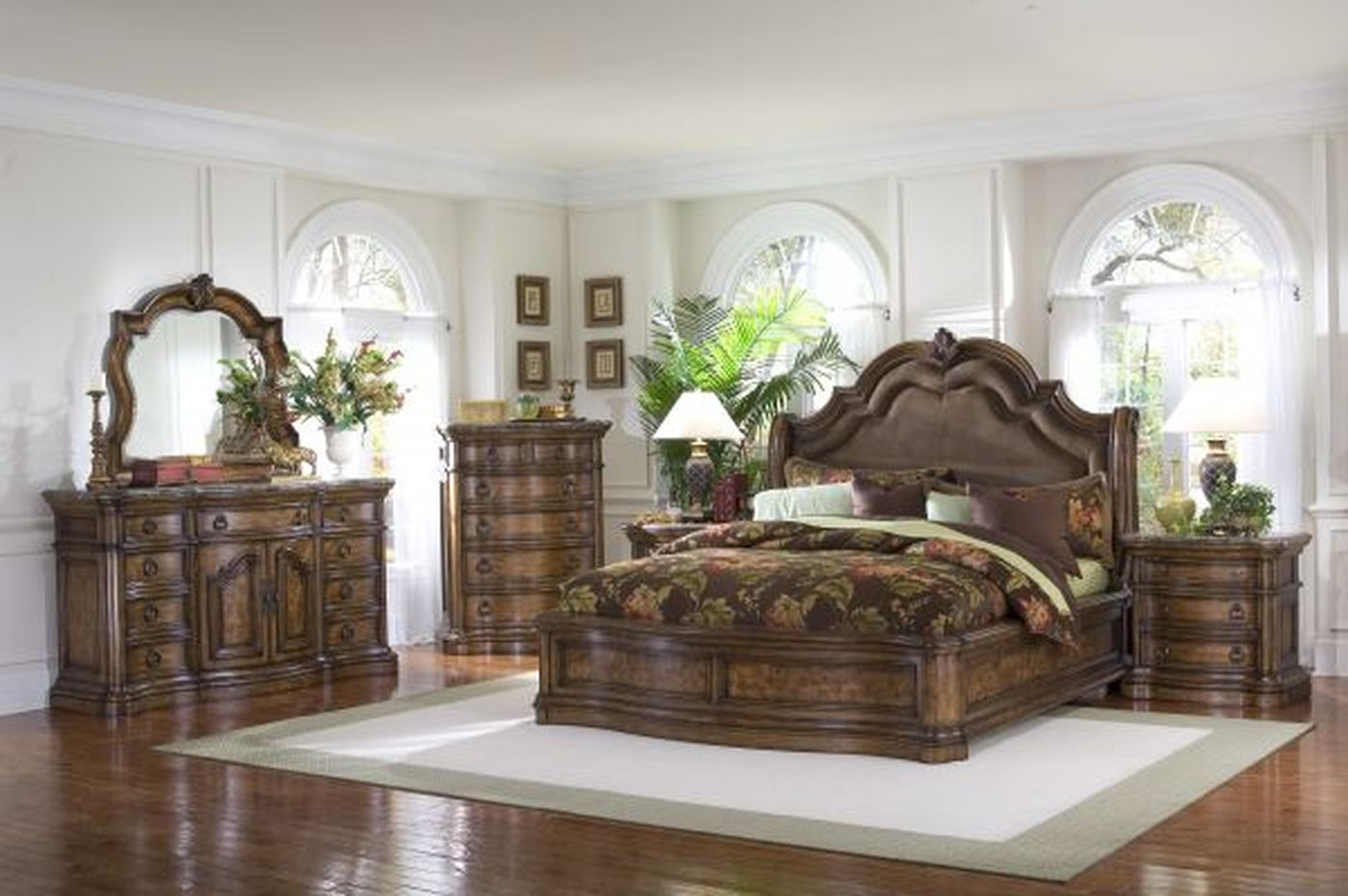 Image of: Cool Traditional Bedroom Sets