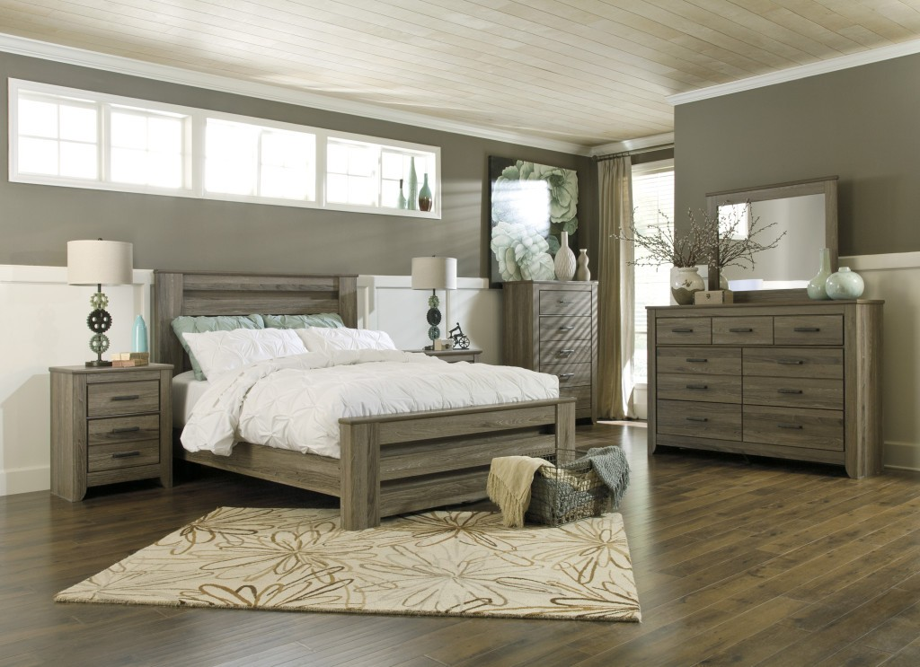 Image of: Coralayne Bedroom Set King