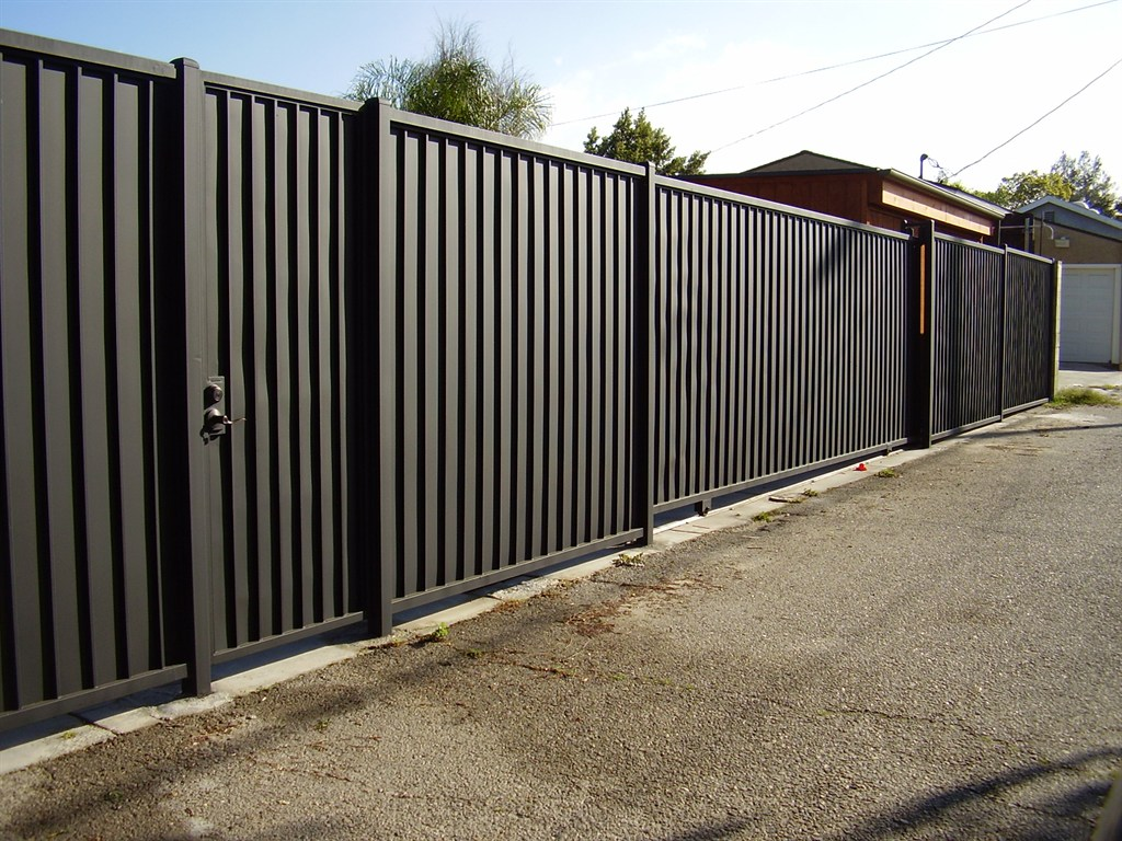 Image of: Corrugated Metal Fence DIY Panels