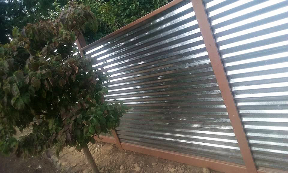 Image of: Corrugated Metal Fence Design