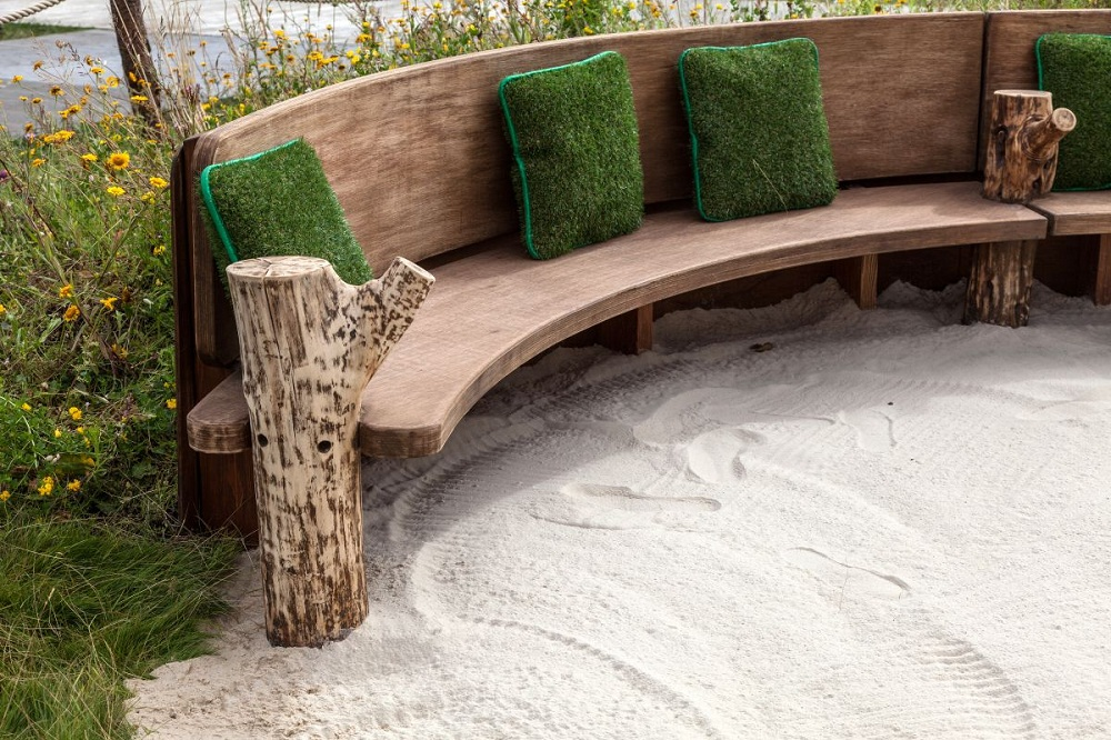 Picture of: Curved Wooden Benches For Outside