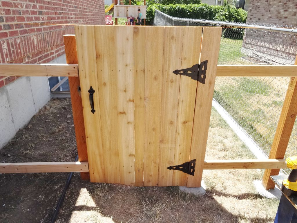 Picture of: DIY Wood Fence Gate Hardware