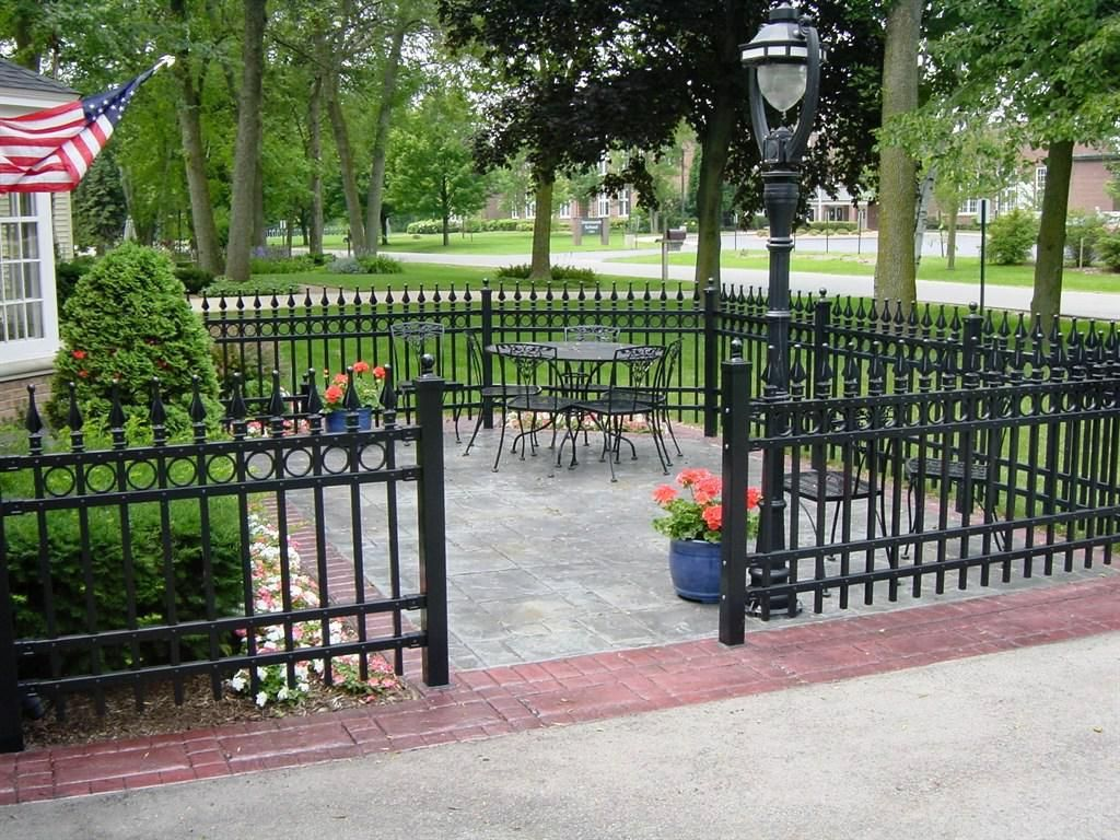 Picture of: Decorative Fence Ideas Iron