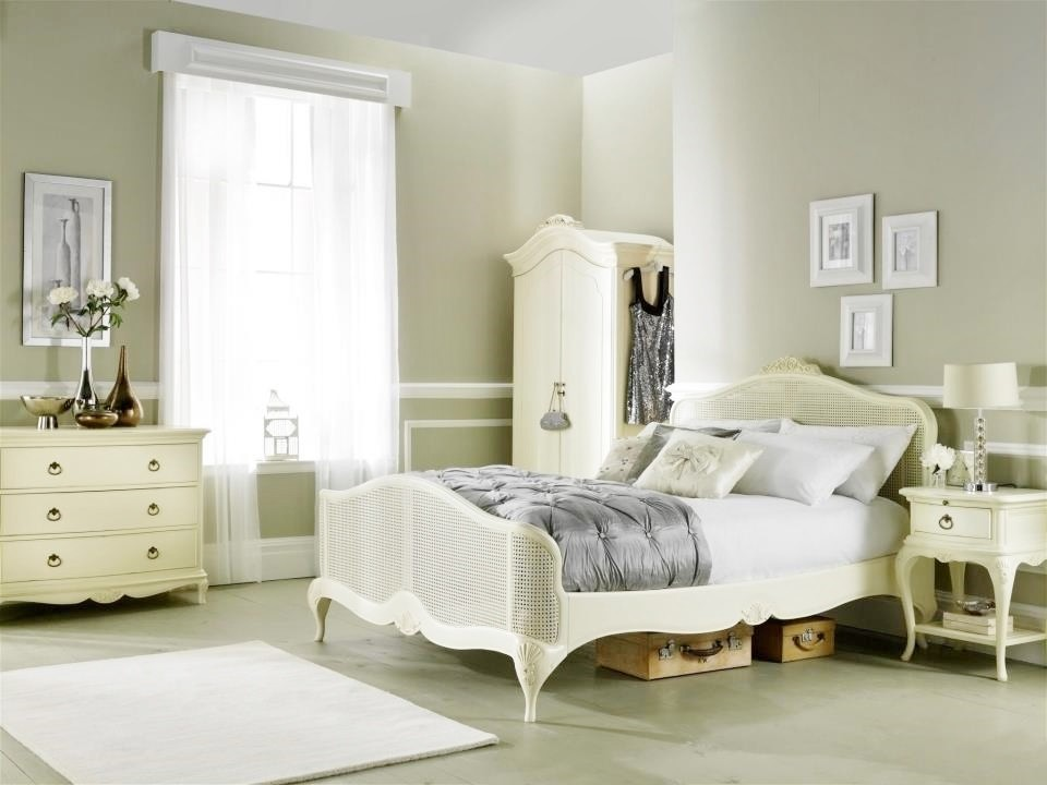 Image of: Decorative French Bedroom Set