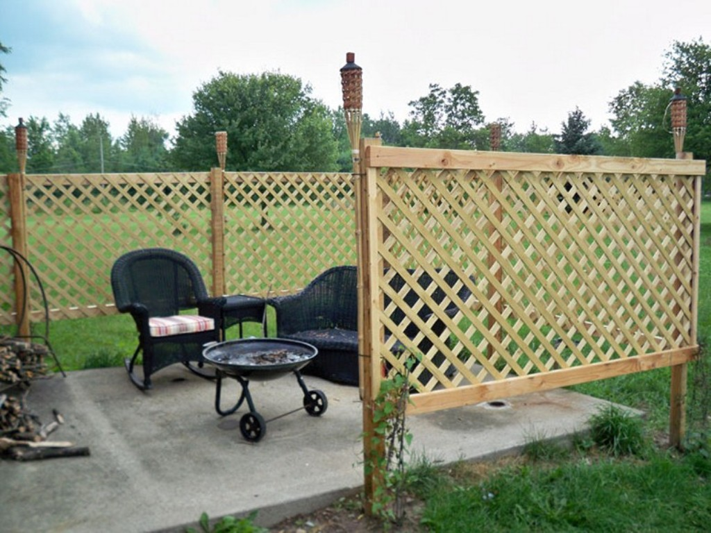 Picture of: Diy Privacy Fence Ideas Cheap