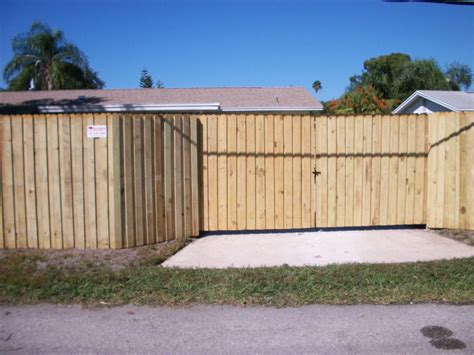 Picture of: Entrance Board On Board Fence Panels