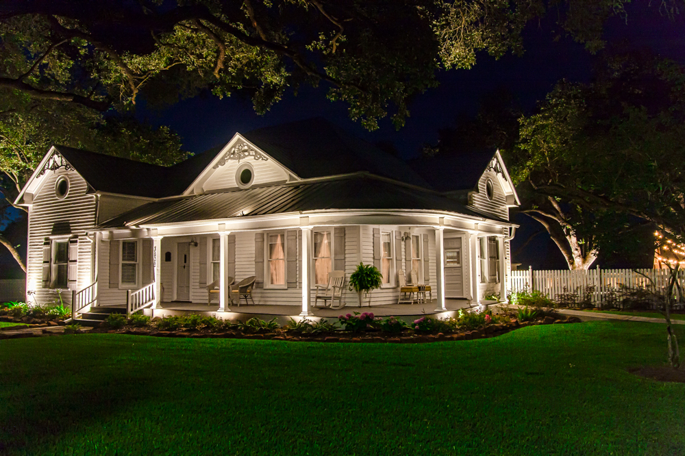 Picture of: Famous Commercial Outdoor Lighting
