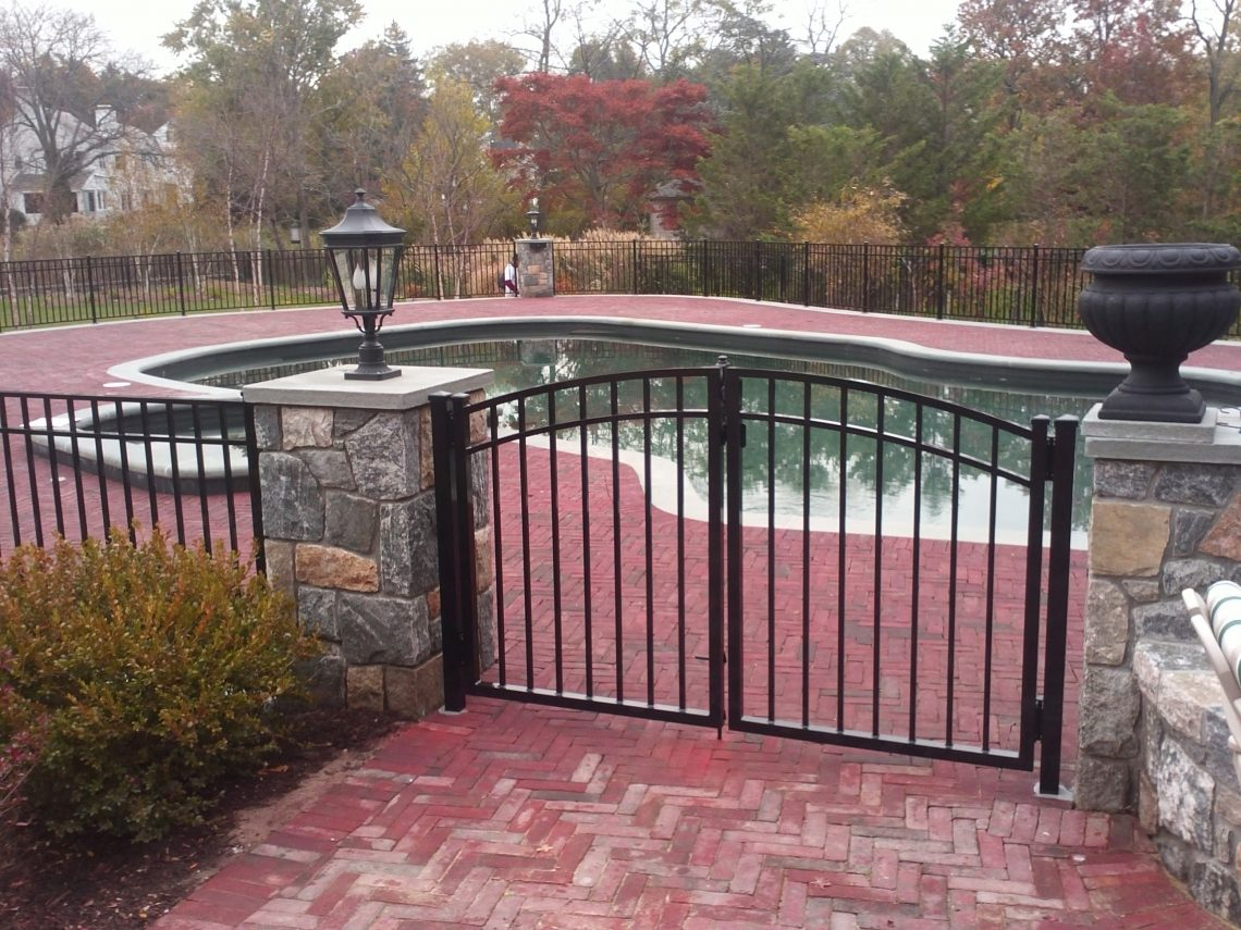 Image of: Famous Metal Pool Fence