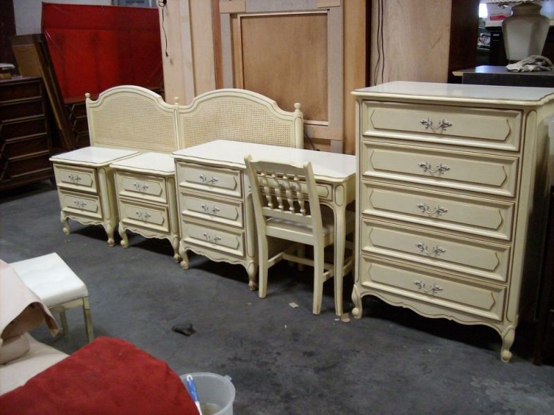 Image of: French Bedroom Set For Custom Paint
