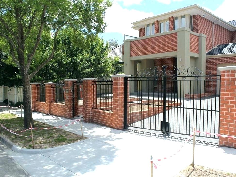 Picture of: Front Yard Fence Ideas for Privacy