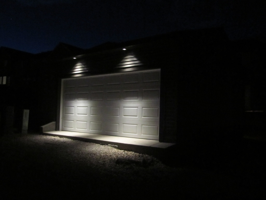 Picture of: Garage Outdoor Led Flood Light Bulbs
