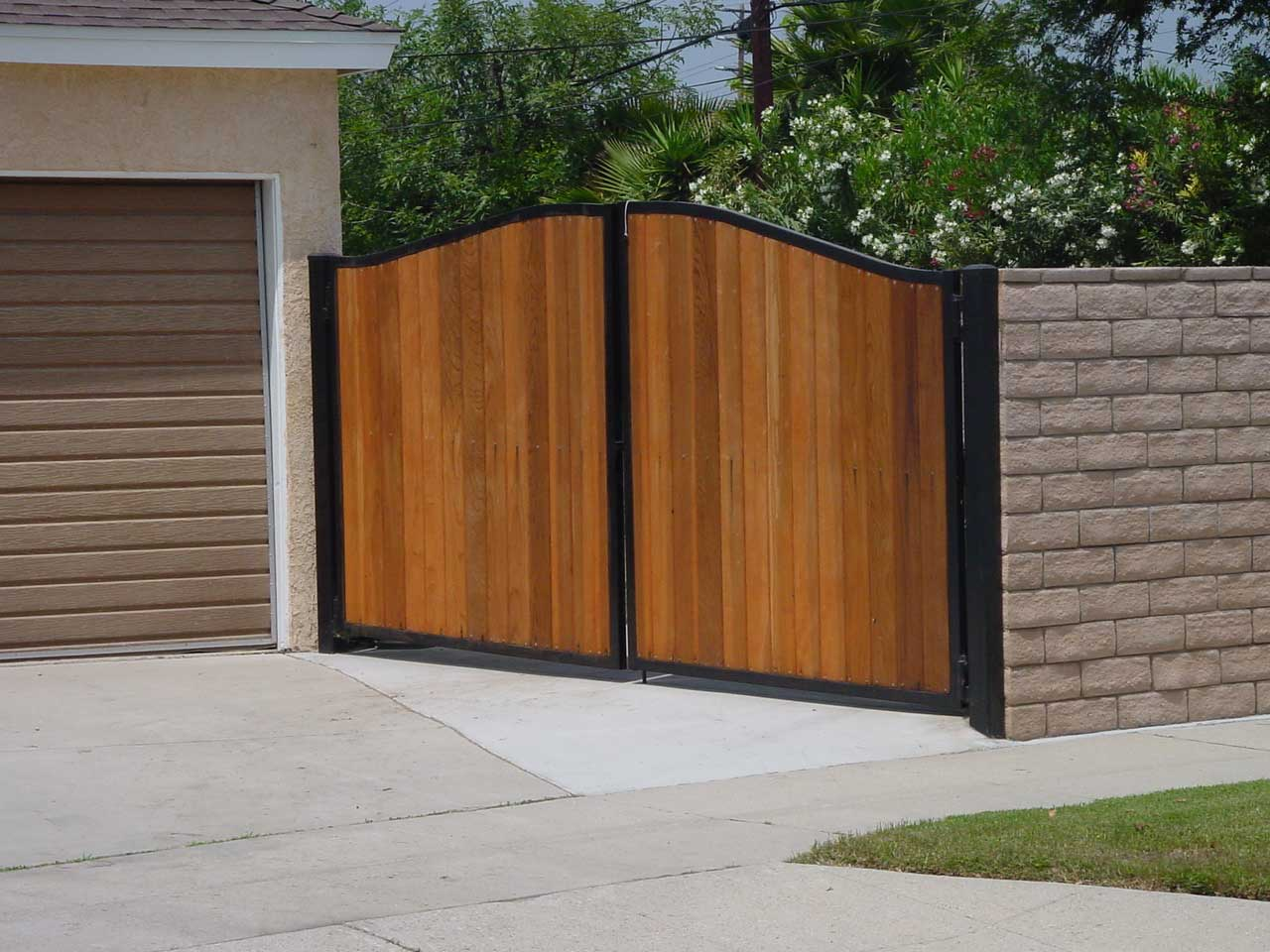 Picture of: Home Fence Ideas Style