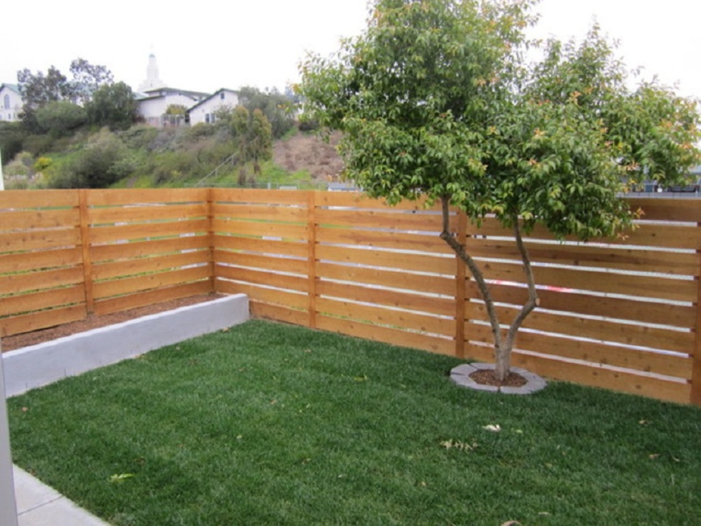 Picture of: Horizontal Wood Fence Designs