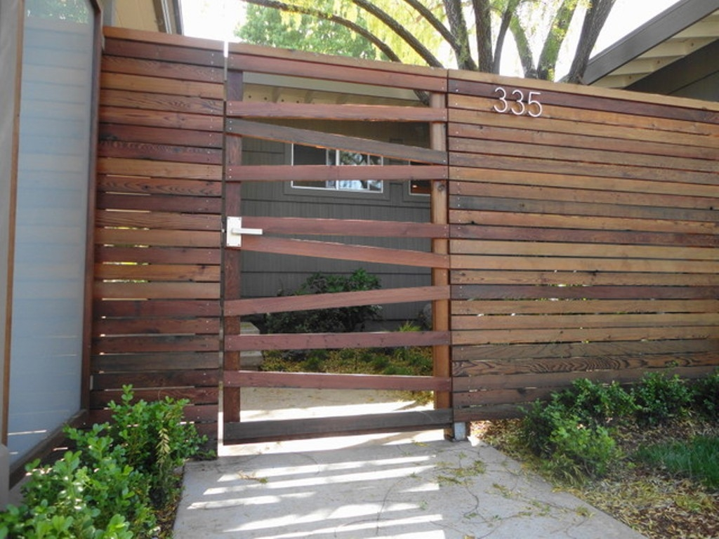 Picture of: Horizontal Wood Fence Gate Designs