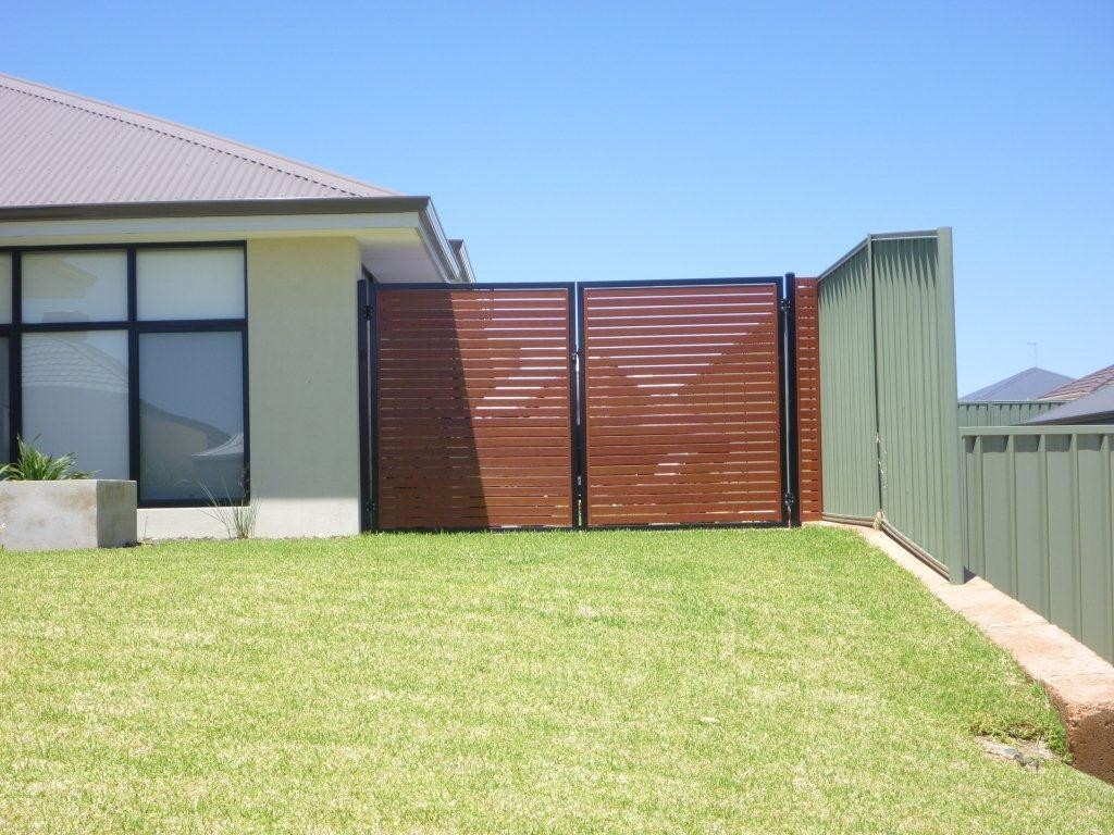 Picture of: Horizontal Wood Fence Panels Lux
