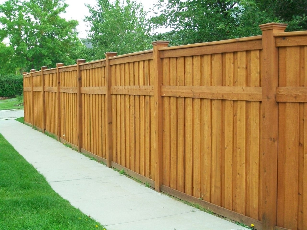 Picture of: Horizontal Wood Fence Panels Paint