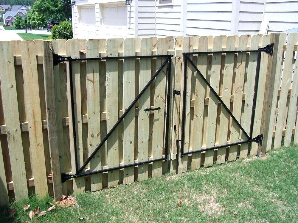 Picture of: How To Build A Shadow Box Wood Fence