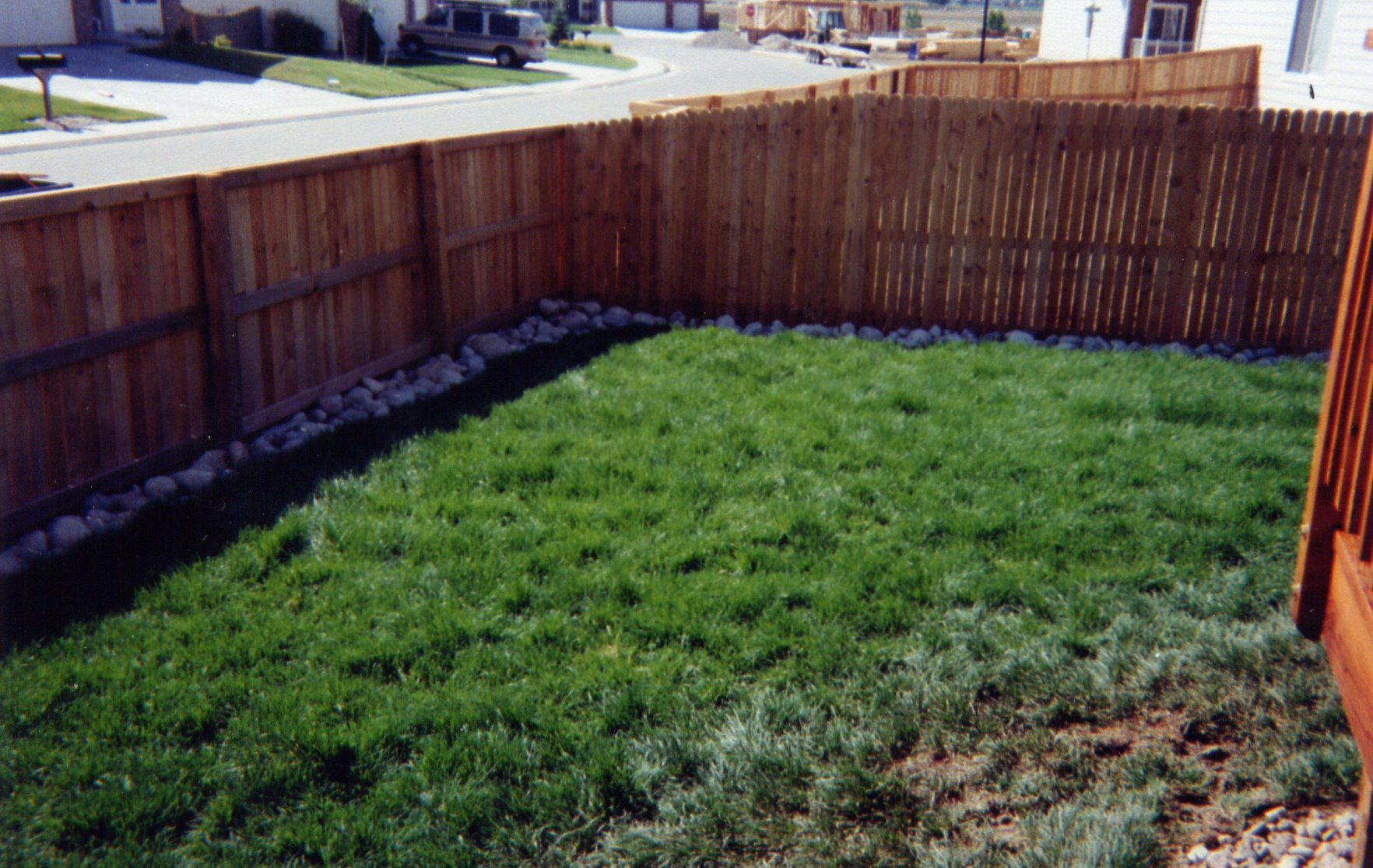 Picture of: How to Make a Small Dog Fence