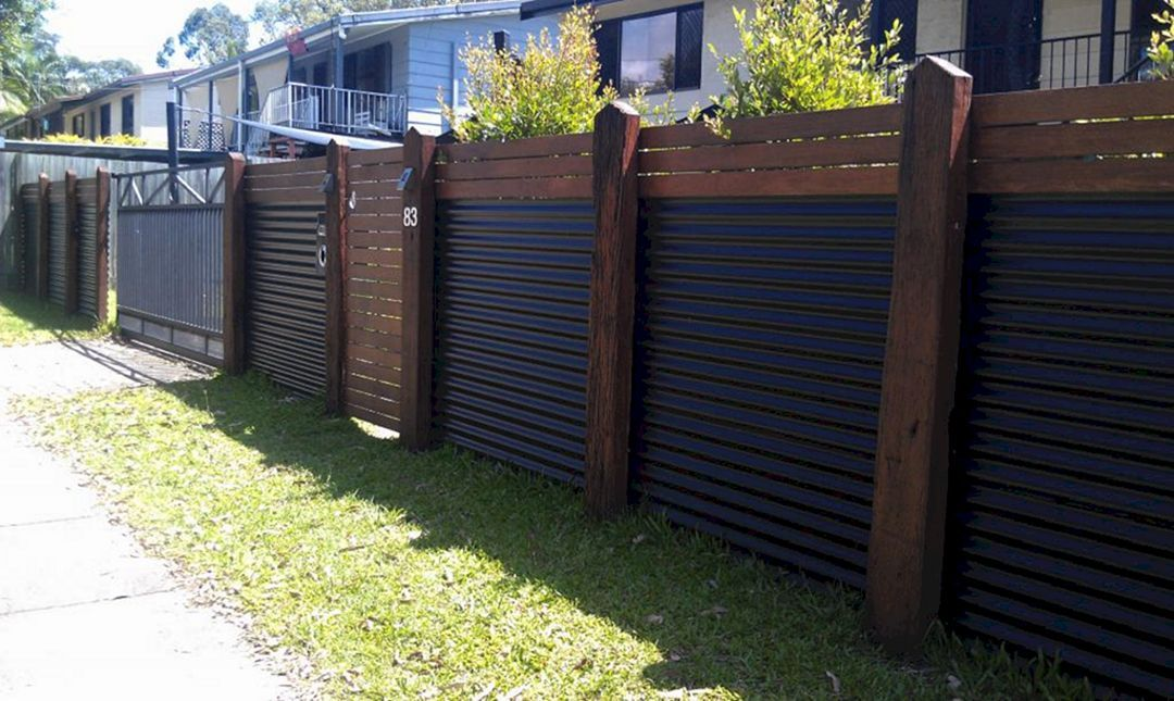 Image of: Installing a Corrugated Metal Fence DIY