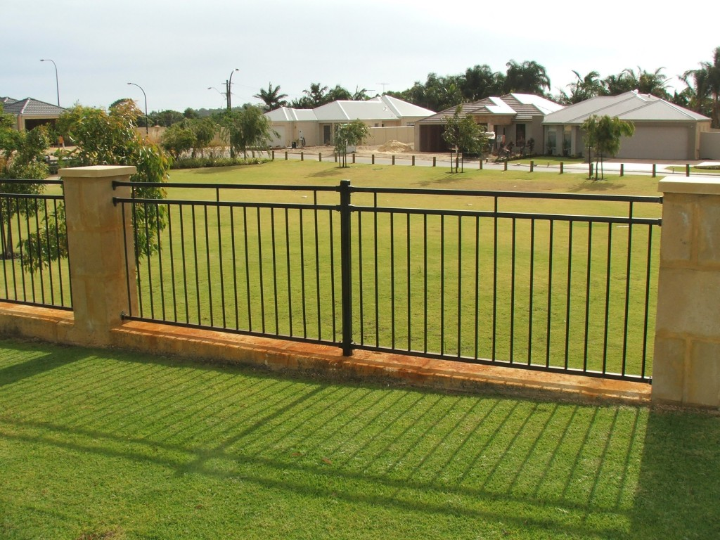 Picture of: Iron Privacy Fence Ideas For Backyard