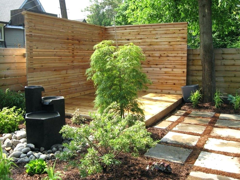 Picture of: Large Yard Fence Ideas