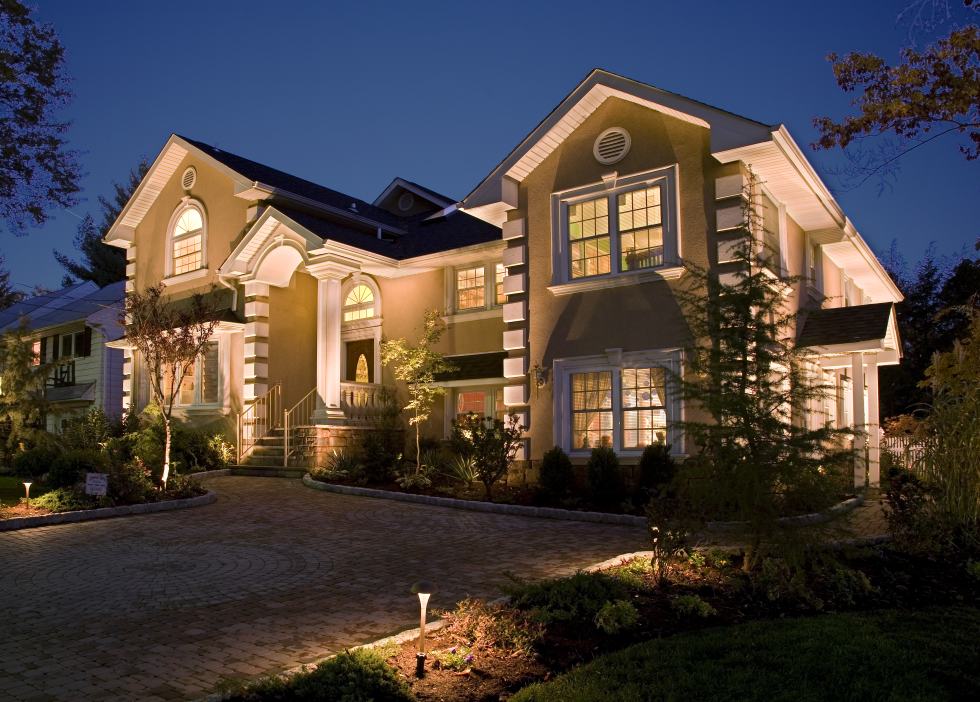 Picture of: Low Voltage Landscape Lights Outdoor