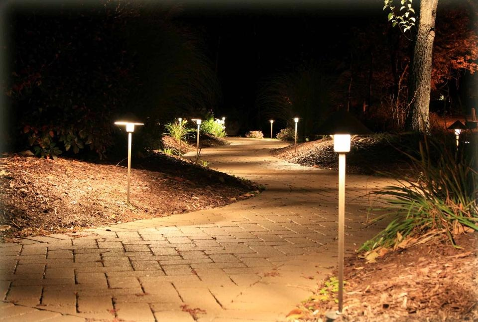 Picture of: Low Voltage Outdoor Lighting Driveway