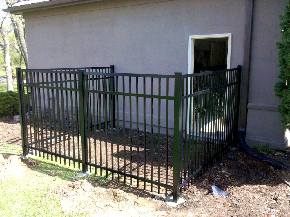 Picture of: Metal Dog Fence Kennel