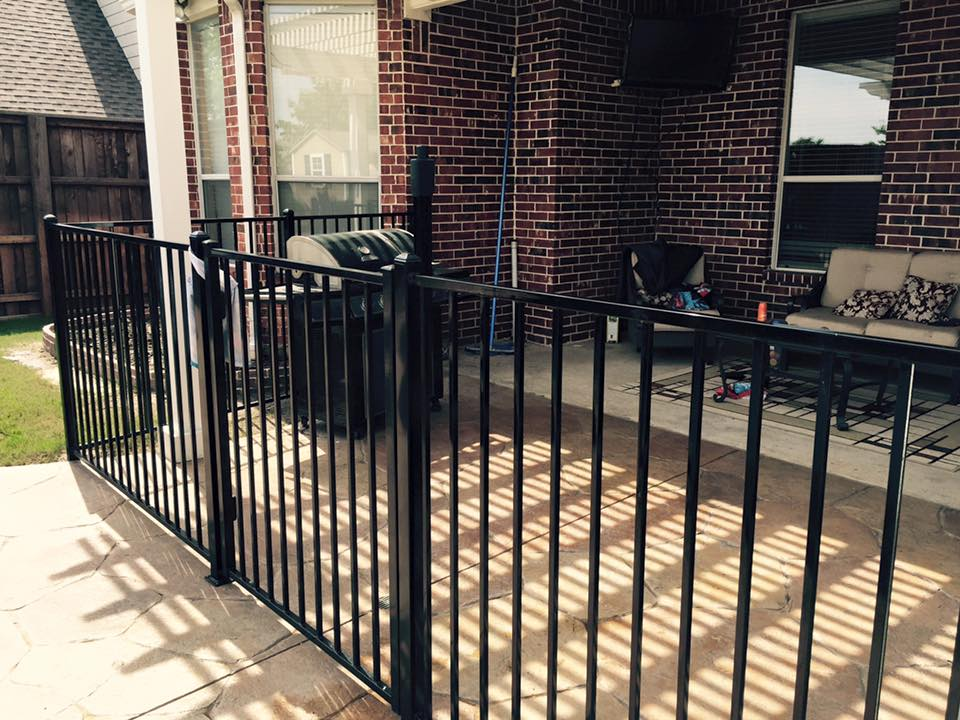 Image of: Metal Fence patio