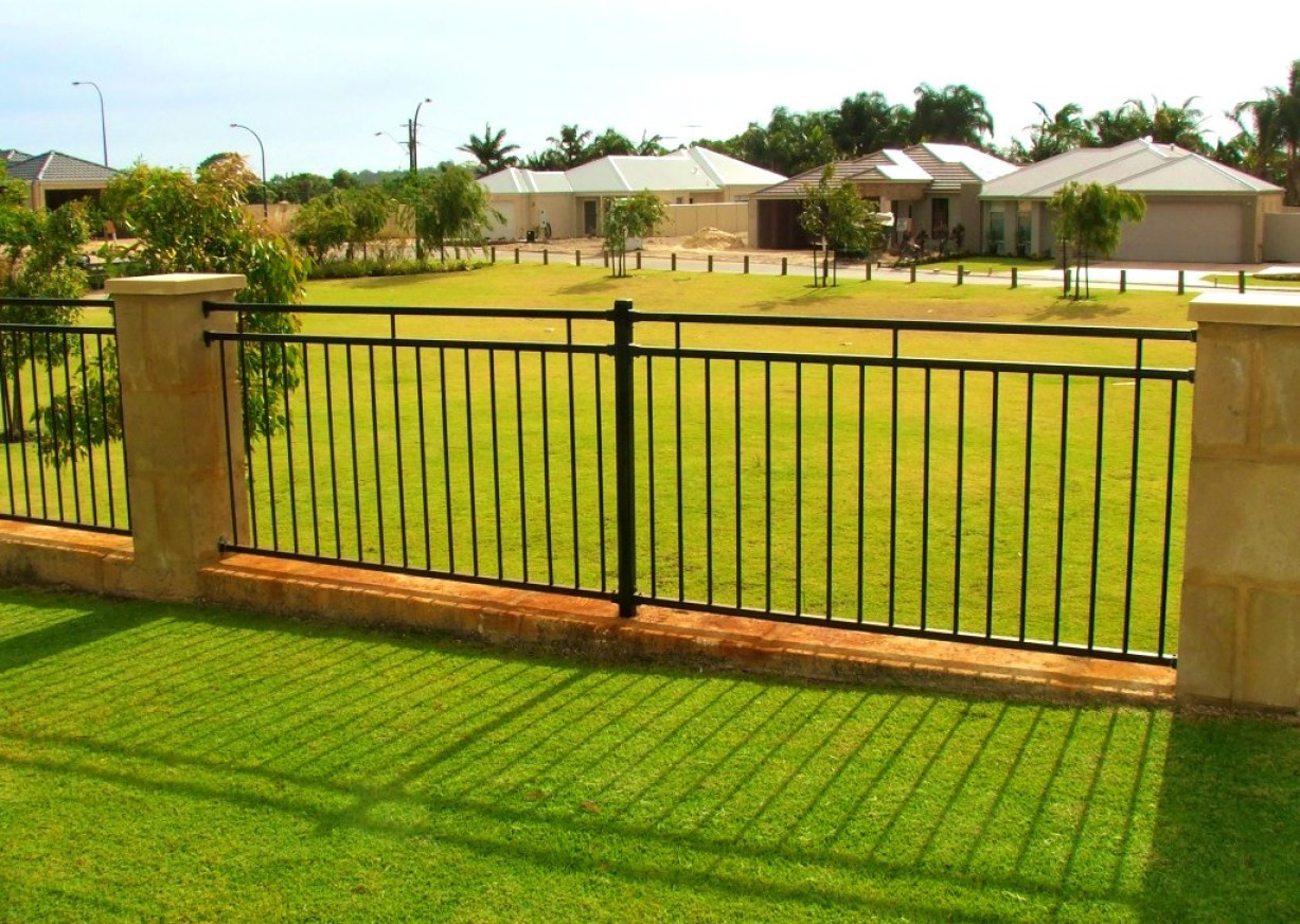 Picture of: Metal Outdoor Dog Fence Panels