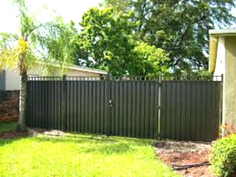 Image of: Metal Privacy Fence Ideas