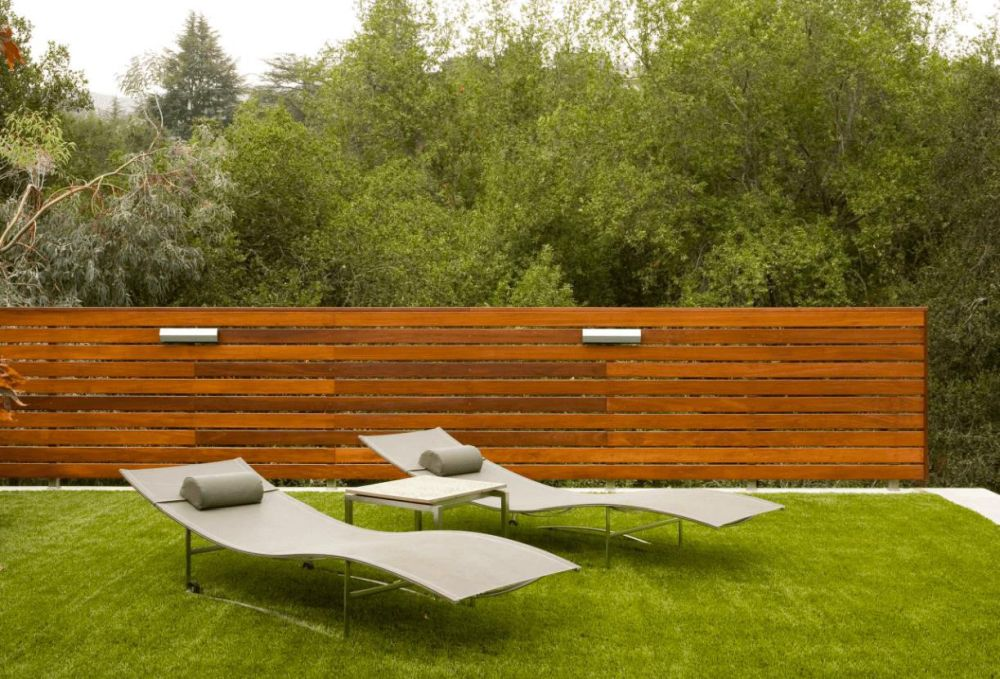 Picture of: Modern Privacy Fence Ideas For Backyard