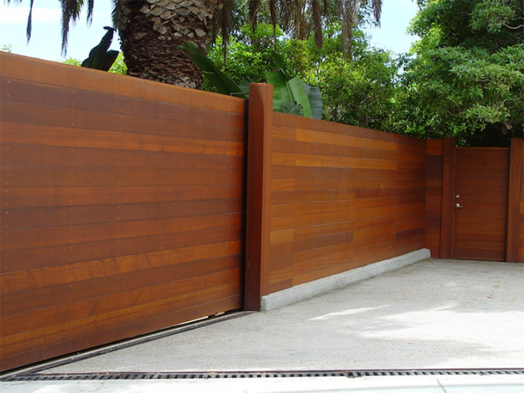 Picture of: Modern Wood Fence Idea