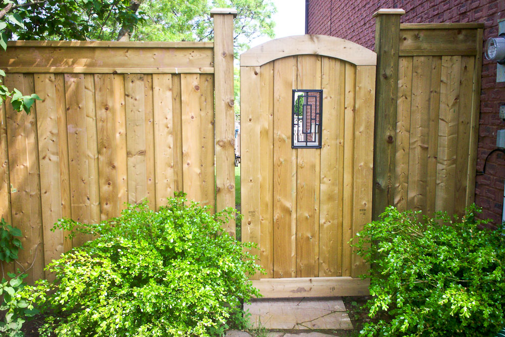 Picture of: Narrow Wood Fence Gate Designs