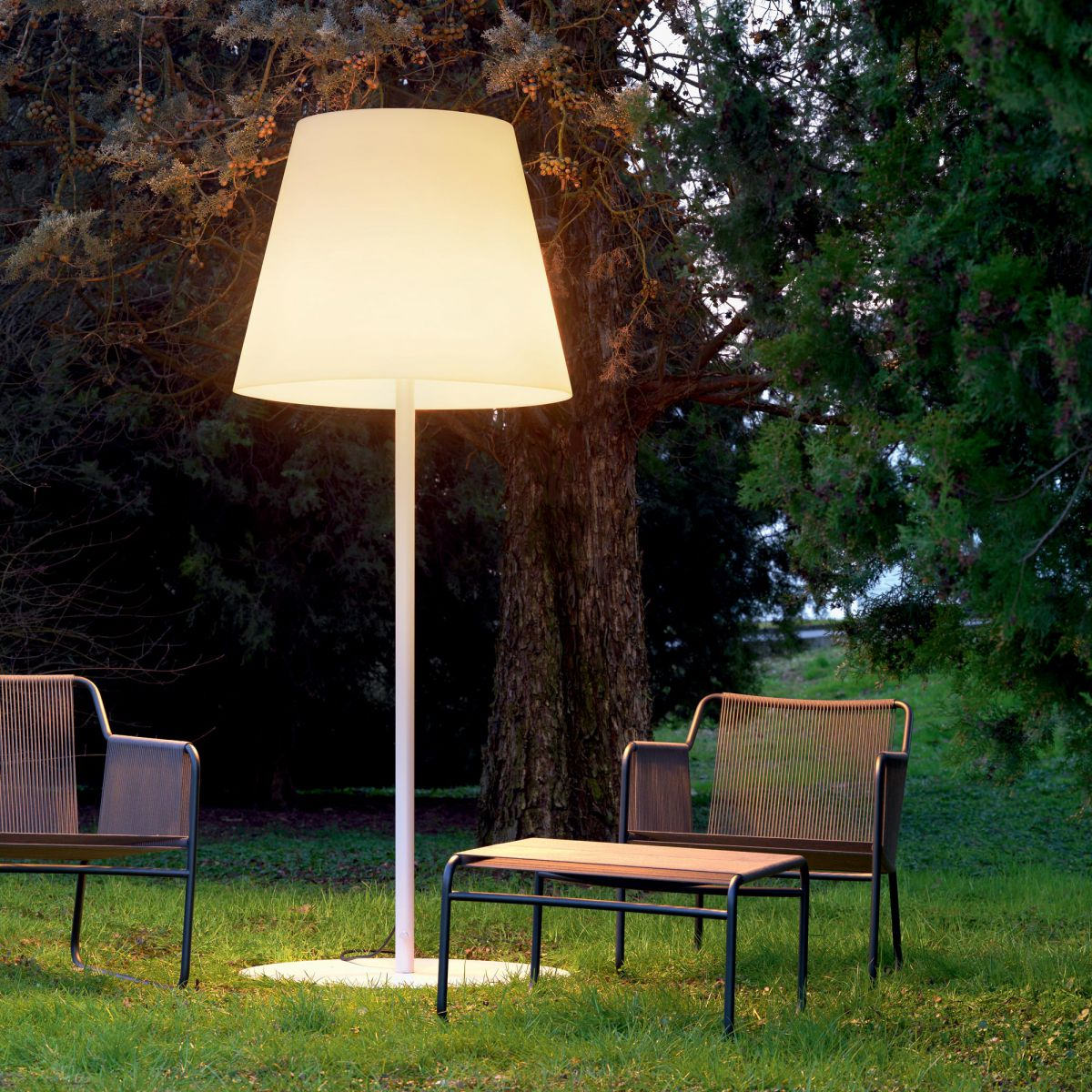 Picture of: Nice Outdoor Table Lamp