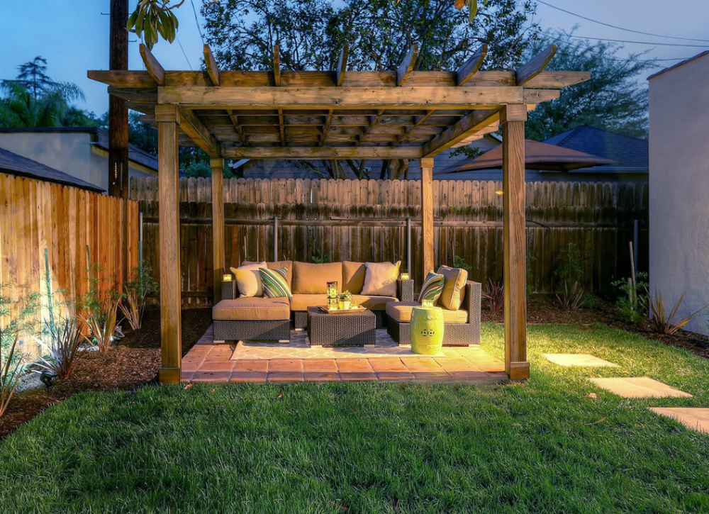 Picture of: Outdoor Fences Ideas