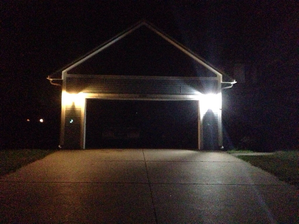 Picture of: Outdoor Led Light Bulbs Night