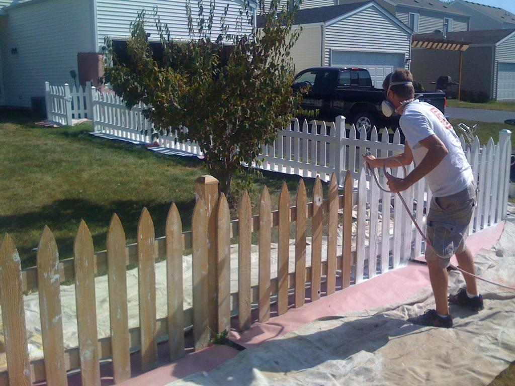 Picture of: Painting White Wood Fence