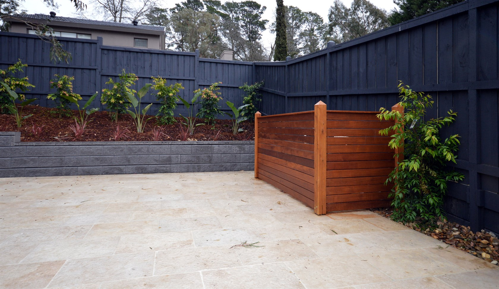 Put A Black Wood Fence In The Home