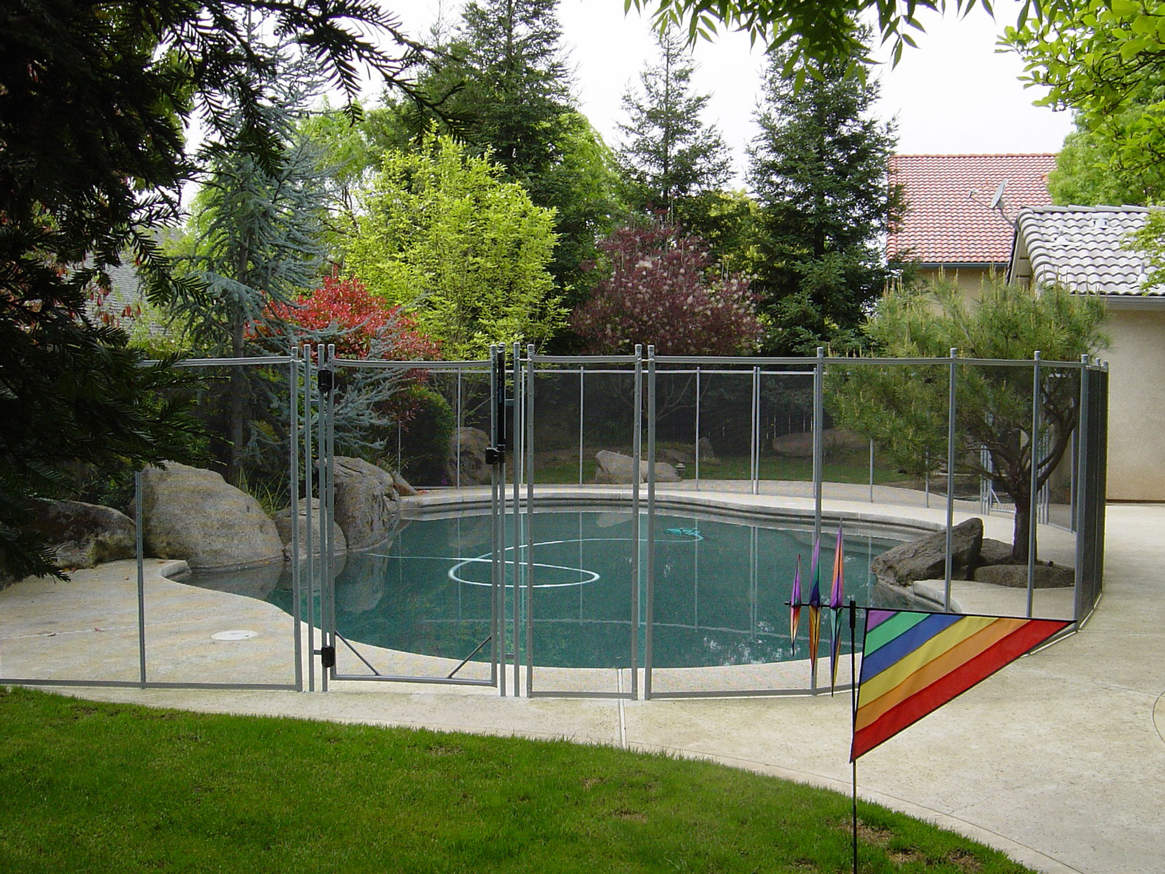 Picture of: Pool Fence Ideas for Dogs